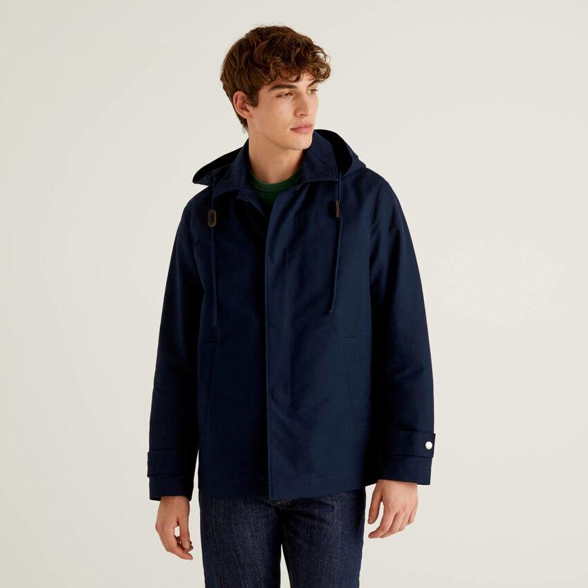 Jacke aus 100% Baumwolle mit Kapuze