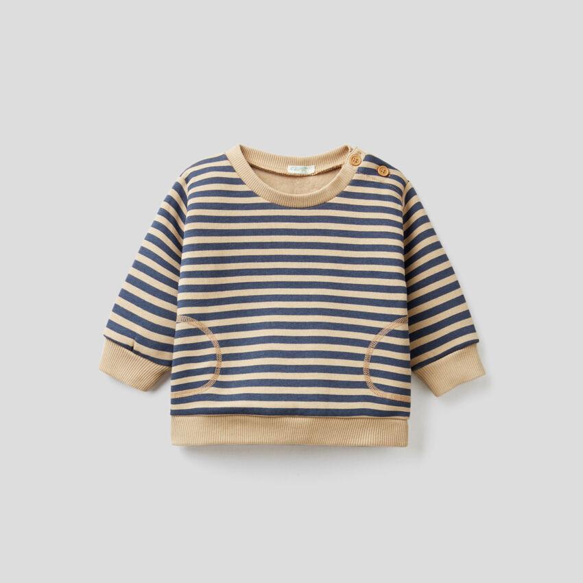 Gestreiftes Sweatshirt mit Ellenbogenpatches