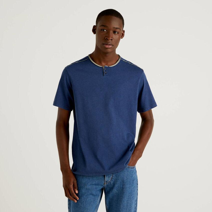 Henleyshirt mit Details in einer Kontrastfarbe