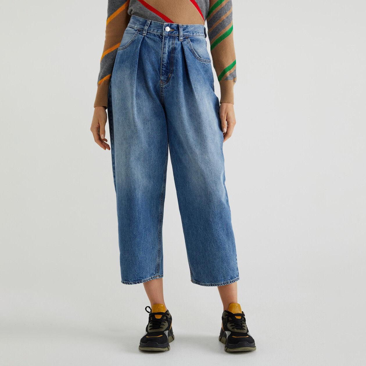 Boyfriend-Jeans mit Falten