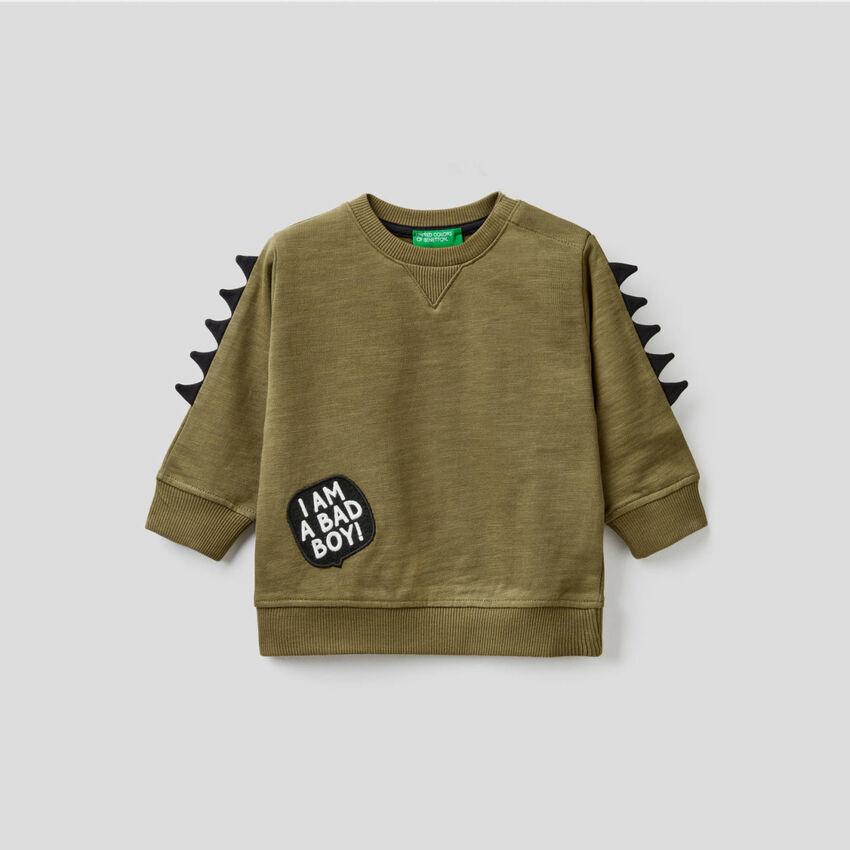 Sweatshirt aus 100% Baumwolle mit 3D-Applikationen