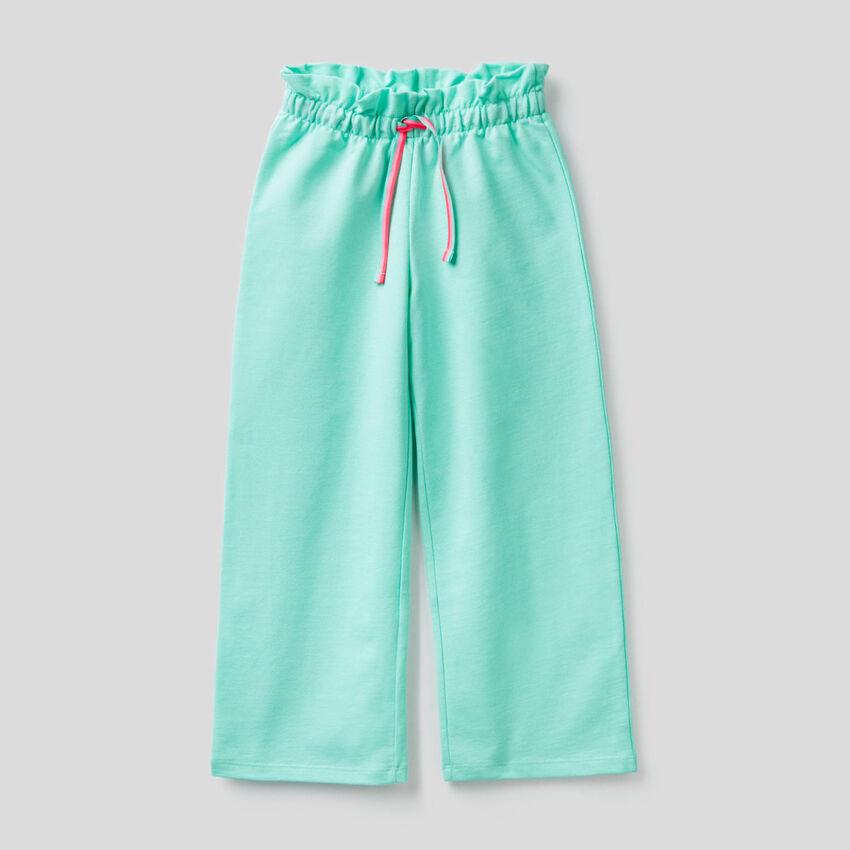 Hose aus leichtem Sweatstoff mit weitem Bein