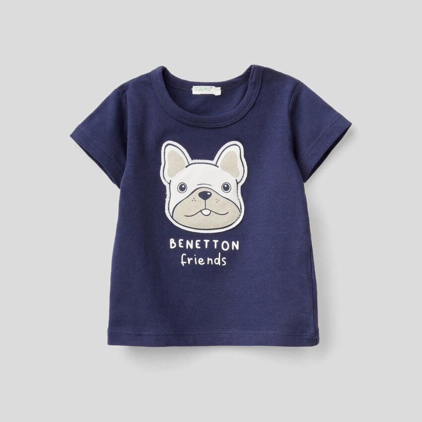 T-Shirt mit Aufnähern und Print