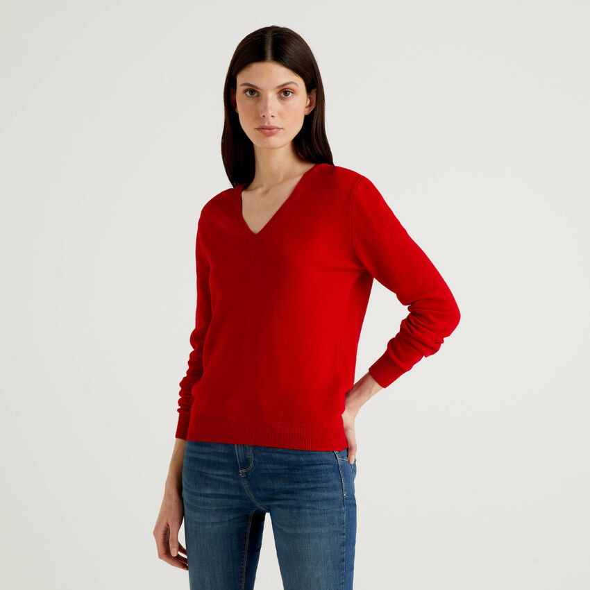 Roter Pullover aus reiner Schurwolle mit V-Ausschnitt