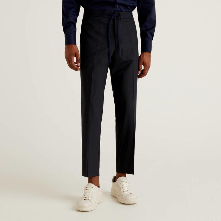 Hose aus luftiger Wolle mit Tunnelzug
