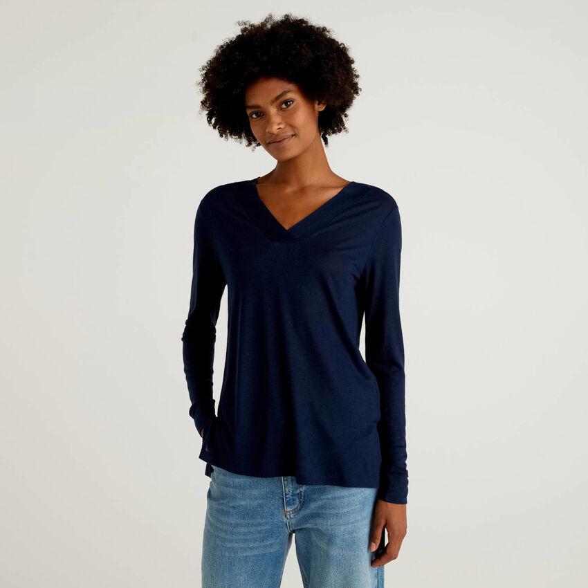 T-Shirt mit V-Ausschnitt aus Viskose und Wolle