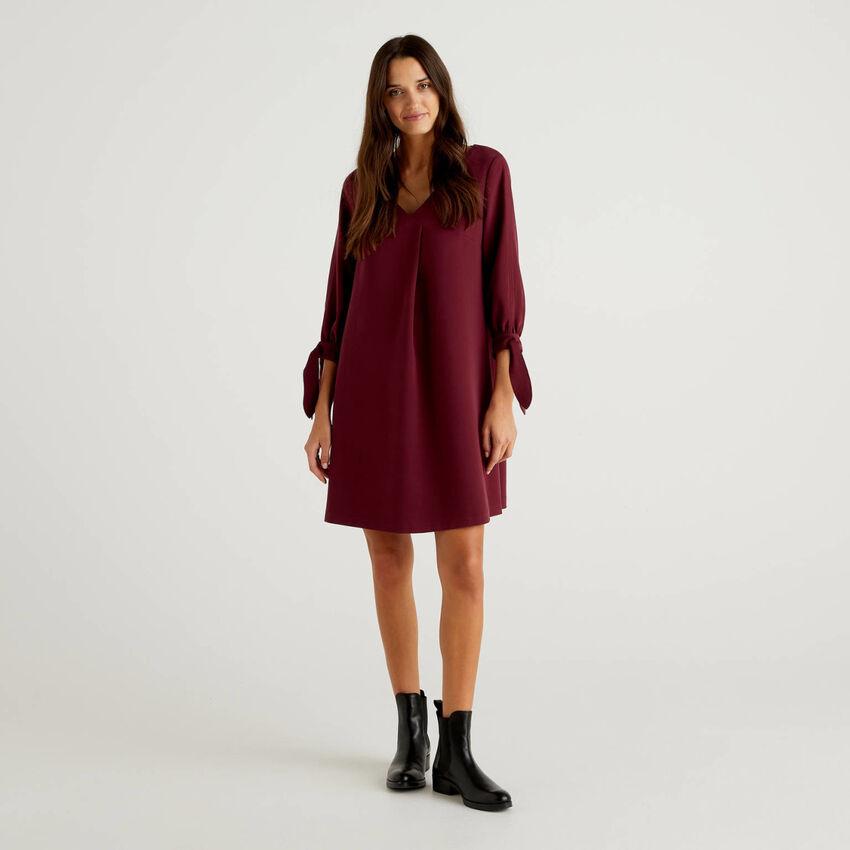 Einfarbiges Kleid mit Maschen