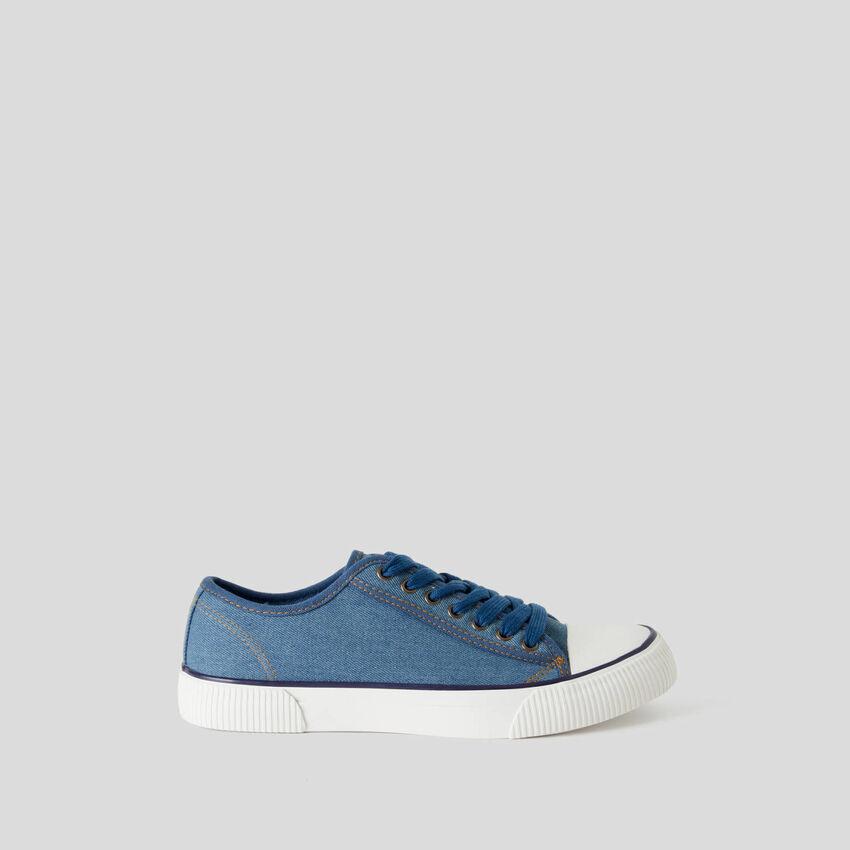 Sneakers aus reiner Baumwolle