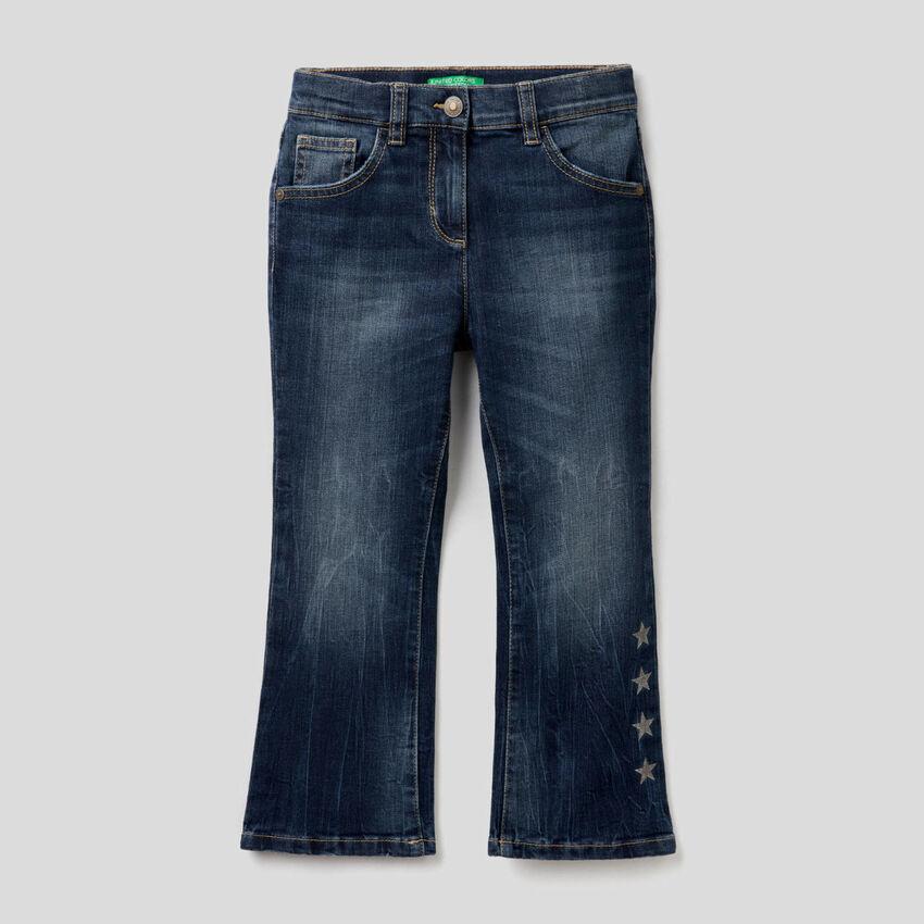 Ausgestellte Jeans aus stretchiger Baumwolle
