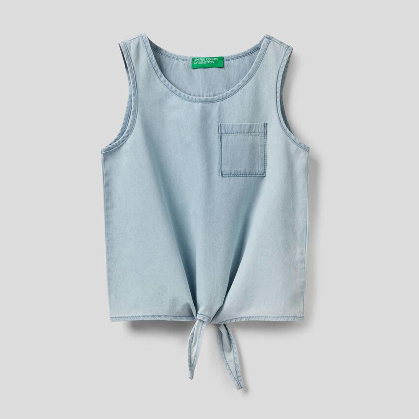 Ärmellose Bluse mit Knoten