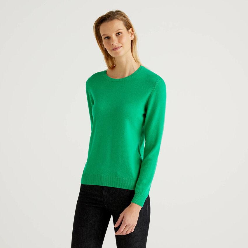 Grüner Pullover aus reiner Schurwolle mit Rundausschnitt